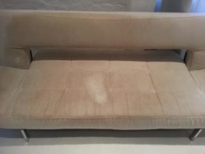 Nagy fehér folt a kanapén, Budapesten
